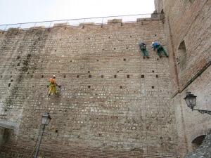 Torresino a Cittadella, operazioni di diserbo effettuate in fune