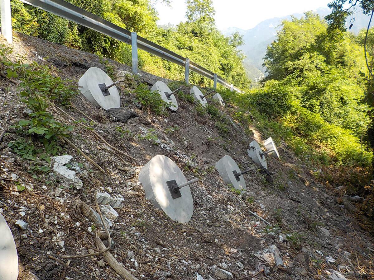 ancoraggi consolidamenti Tiranti flottanti con piastra in cemento Crespadoro
