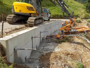 ancoraggi consolidamenti Tiranti su muro in cemento armato Crespadoro