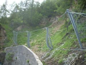 Barriera paramassi elastica a Tonezza realizzata da Piccole Dolomiti
