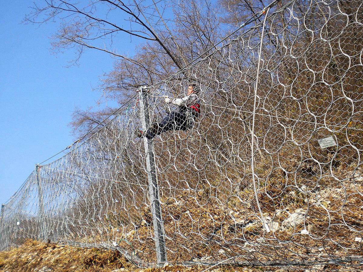 barriere paramassi opere speciali Lugo di Vicenza Montaggio di barriera paramassi
