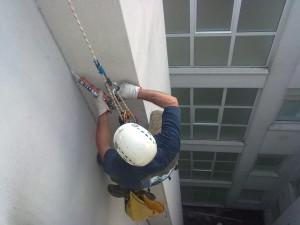 lavori su edifici lavori in fune Sigillatura di manufetti all'interno del cavedio di un condominio Vicenza
