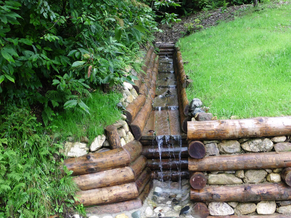 opere in legname ingegneria naturalistica Canaletta in legname per regimazione delle acque superficiali Recoaro Terme