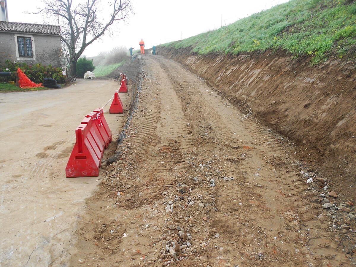 rilevati stradali terre rinforzate Accesso in terrer inforzate alla pista ciclabile sull'argine Zimella