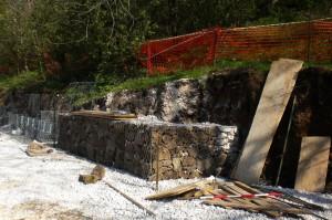 scogliere e gabbionate Fasi di lavoro durante la realizzazione di muri in gabbionate Cornedo Vicentino