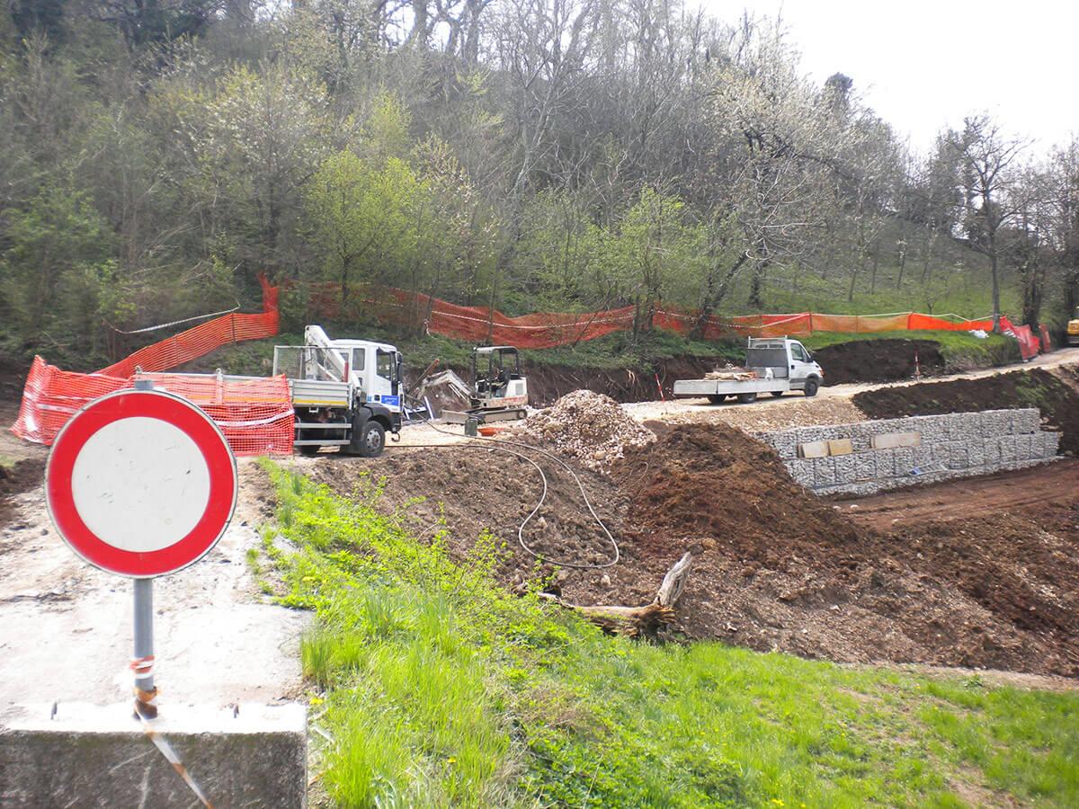 scogliere e gabbionate ingegneria naturalistica Fasi di lavoro durante la realizzazione di muri in gabbionate Cornedo Vicentino