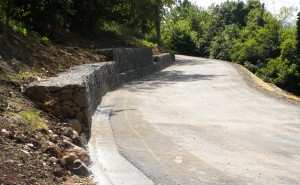 scogliere e gabbionate ingegneria naturalistica Gabbionate di sostegno del versante a monte della strada Cornedo Vicentino