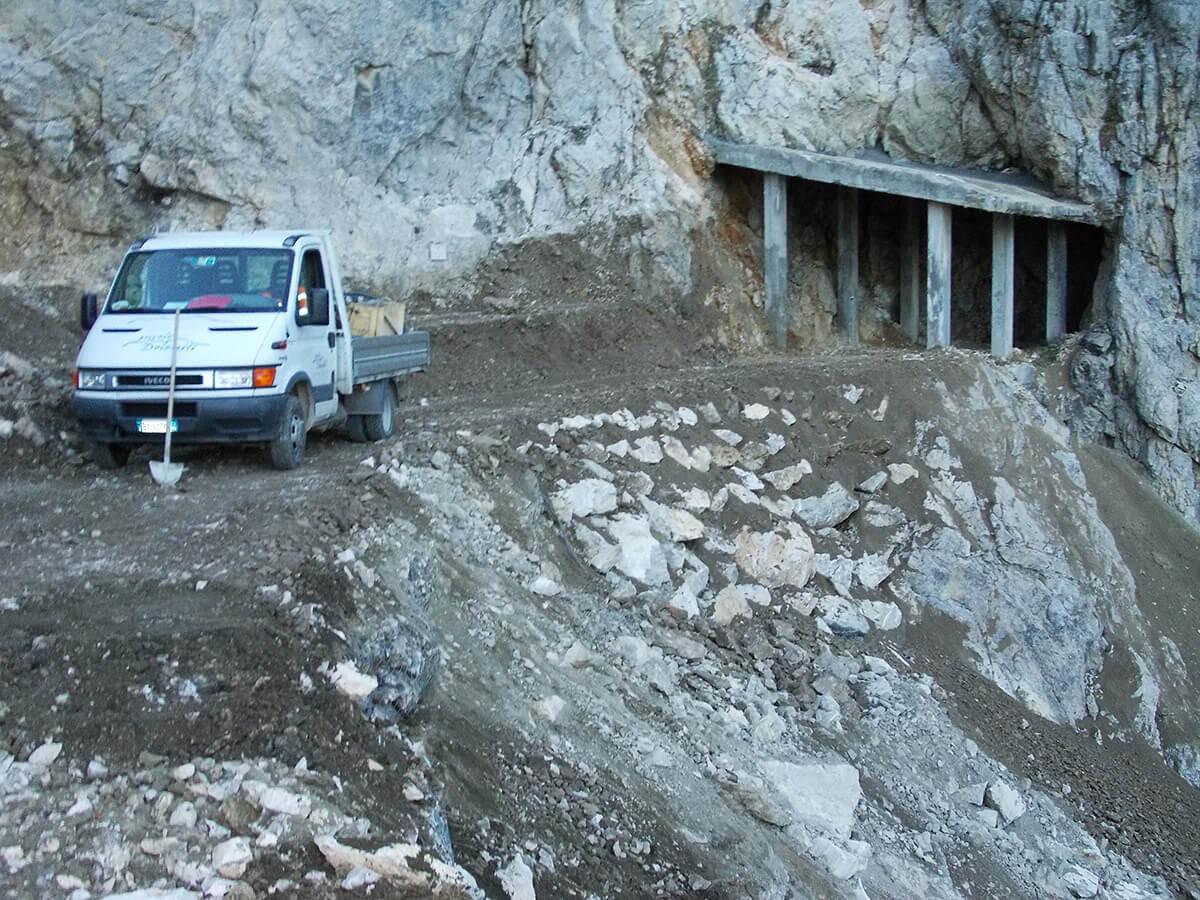 scogliere e gabbionate ingegneria naturalistica Scogliera sulla Strada degli Eroi in Monte Pasubio Valli del Pasubio