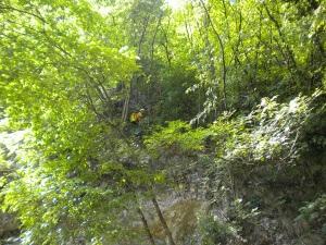 Ispezione delle pareti rocciose per pericolo di caduta massi sulla pista ciclabile Velo d'Astico