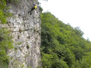 ispezioni consulenza Ispezione delle pareti rocciose per pericolo di caduta massi sulla pista ciclabile Velo d'Astico